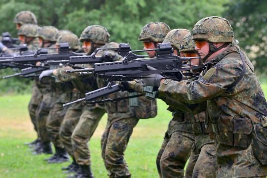 Bundesverteidigungsministerin-besucht-Ausbildungskommando
