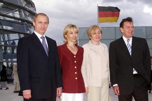 Vladimir_Putin_with_Gerhard_Schroeder-11