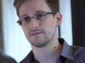 Edward_Snowden-670x502
