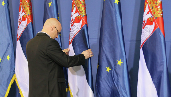 eu erpresst serbien