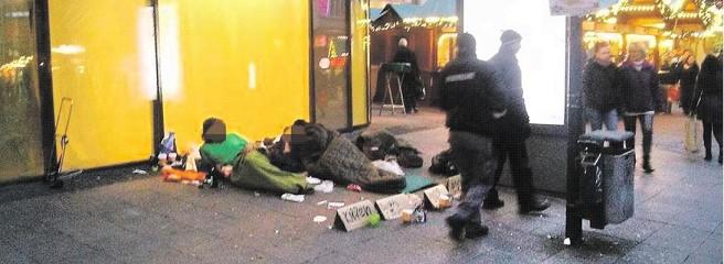 Weihnachtsmarkt-Essen-Obdachlose-Kettwiger-Strasse-kkvE-656x240-DERWESTEN