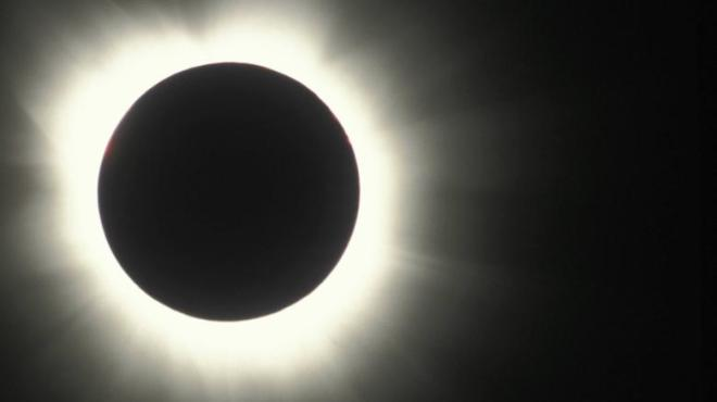 Vollstaendige-Sonnenfinsterniss-mit-Strahlenkranz-Total-eclipse-ofthe-sun-with-corona