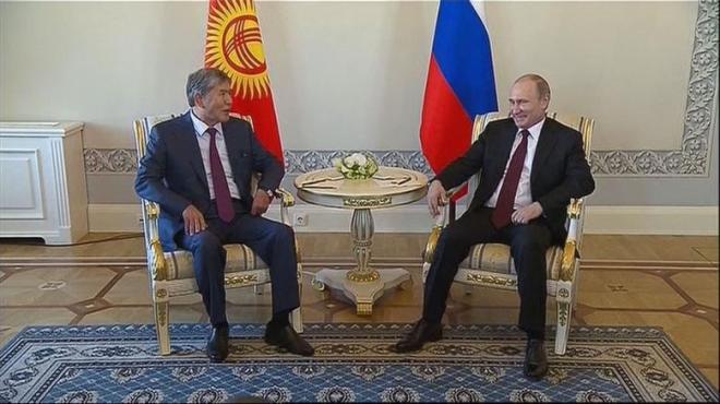 Erster-oeffentlicher-Auftritt-von-Wladimir-Putin