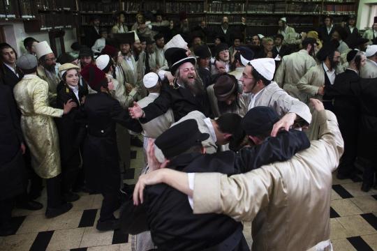 Ultra-Orthodox-Jewish-men-celebrate-Purim-in-Jerusalem-s-Mea-Shearim-neighbourho