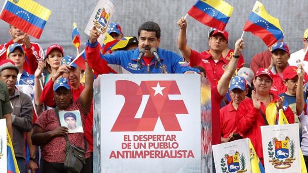 venezuelas-praesident-nicolas-maduro-spricht-auf-einer-kundgebung-in-caracas-