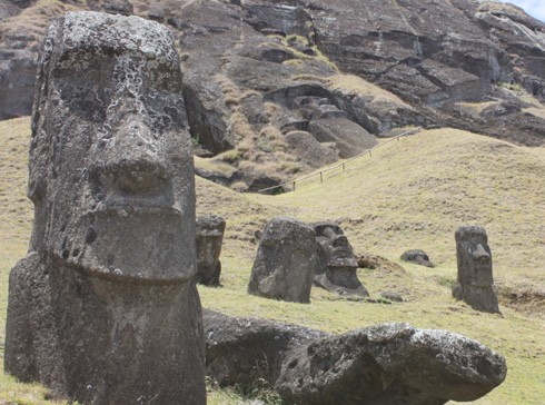 die-moai-statuen-auf-der-osterinsel-haben-einen-koerper