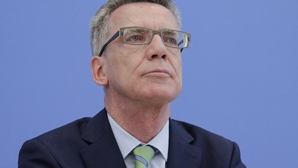zum-wegducken-euro-hawk-desaster-bnd-affaere-und-jetzt-muss-sich-bundesinnenminister-thomas-de-maiziere-kritik-wegen-landesverratsermittlungen-anhoeren-