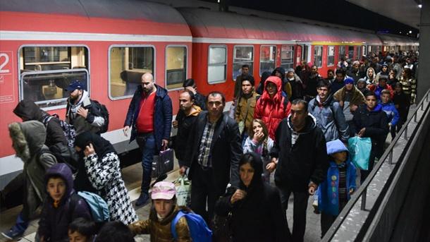 fluechtlinge-kommen-am-hauptbahnhof-von-mannheim-an-