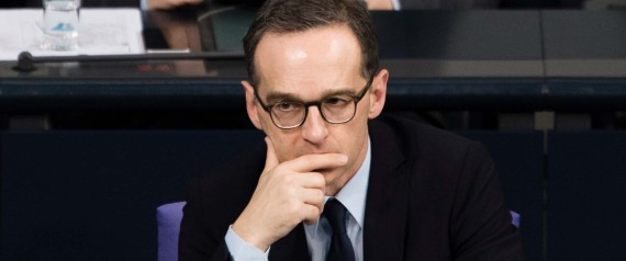 Bundesjustizminister Heiko Maas (v, SPD) sitzt am 16.10.2015 vor der Abstimmung zum Gesetzesentwurf zur Vorratsdatenspeicherung in der Regierungsbank des Bundestages im Reichstag in Berlin. Foto: Gregor Fischer/dpa +++(c) dpa - Bildfunk+++