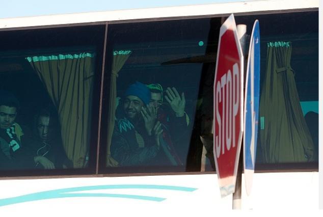 landrat schickt flüchtlinge nach berlin