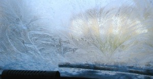 zwei-geheimrezepte-gegen-verfrostete-autoscheiben-560x293