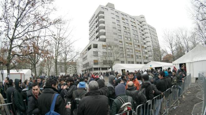 Fluechtling-nach-tagelangem-Anstehen-in-Berlin-gestorben
