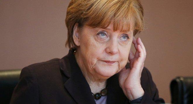 Merkel-nachdenklich