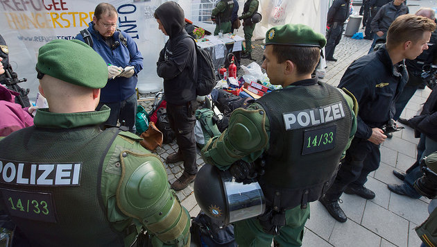 Deutsche_Polizei_nahm_Fluechtlingen_350.000_Euro_ab-Bei_Durchsuchungen-Story-504292_630x356px_3cf584e8f1e7c799abdf1d32c6785003__fluechtlinge_350000-euro-s1260_jpg