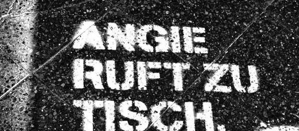 Graffitti-auf-einem-Berliner-Buergersteig-©-GEOLITICO-600x264