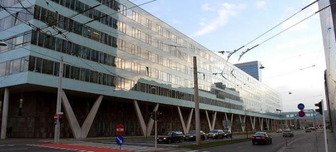 800px-landesdienstleistungszentrum_kaerntner_strasse