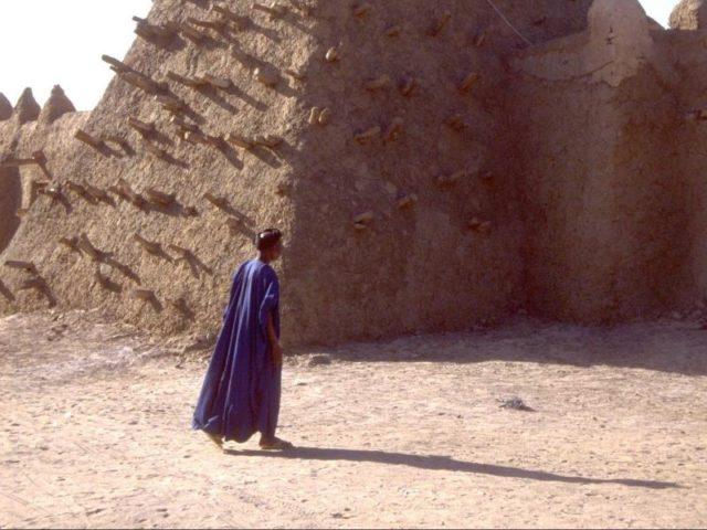 urn-newsml-dpa-com-20090101-160821-99-175572_large_4_3_Das_undatierte_UN-Foto_zeigt_das_Minarett_einer_Moschee_die_aus_Lehm_gebaut_wurde_in_Timbuktu__M-640x480