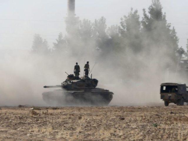 urn-newsml-dpa-com-20090101-160824-99-203712_large_4_3_Tuerkische_Panzer_an_der_Grenze_zu_Syrien__Foto___Sedat_Suna_dpa-640x480