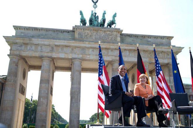 obama_and_merkel_at_the_brandenburg_gate_2013-1366x911