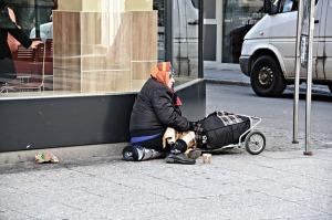 poverty-1423343_640-1