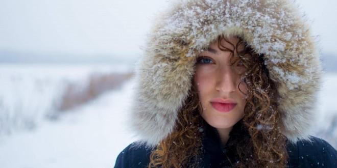 frau-im-winter-870x435